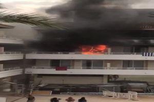 Khách sạn bốc cháy vì trò đùa ngớ ngẩn của nhóm du khách trẻ