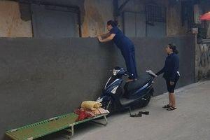 Phường Bồ Đề, quận Long Biên (HN): Nhiều hộ dân kêu cứu vì bị doanh nghiệp xây tường 'bịt' đường vào nhà