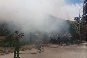 Nam Định: 'Bà hỏa' ghé xưởng bông, gần ngàn mét vuông thành tro