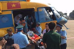 Cấp cứu kịp thời một nhân viên hải đăng ở Trường Sa bằng trực thăng
