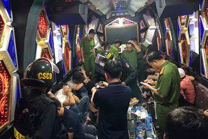 Đột kích khách sạn ở TPHCM, 'tóm' gần 100 cô gái đang thác loạn