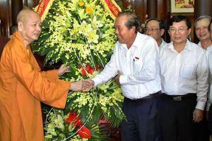 Phó Thủ tướng Trương Hòa Bình thăm, chúc mừng Phật đản tại Huế