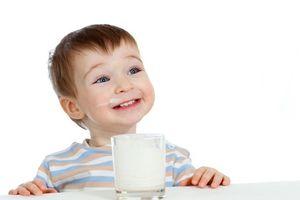 Uống một lít sữa mỗi ngày có thể bảo vệ trẻ trước nguy cơ béo phì và tiểu đường
