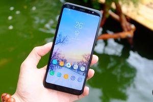 Đại diện Samsung hướng dẫn sử dụng Galaxy A6/A6+