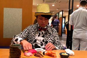 Chàng trai người Nhật cover 'Chạm đáy nỗi đau' khiến Erik bật cười