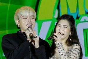 Hương Tràm, Đức Phúc khiến fan phát sốt khi song ca hit 'Em gái mưa'