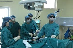 Lần đầu tiên phẫu thuật nội soi 3D một lỗ Trocart ở Việt Nam