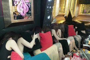 Phát hiện 80 nữ nhân viên ăn mặc mát mẻ tiếp khách tại Nhà hàng Phoenix và KS Du lịch Sài Gòn Star