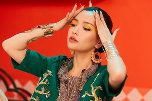 Bích Phương khoe giọng hát live 'khủng' cùng chân dài miên man khiến fan 'bấn loạn'