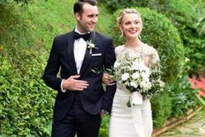 'Phù thủy ngố' Matthew Lewis răng thỏ trong 'Harry Potter' cưới vợ