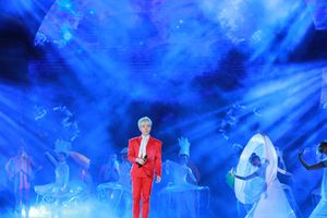Đức Phúc mở màn ngọt ngào Gala 'Biển Việt Nam xanh'