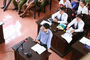 Xét xử BS Hoàng Công Lương: Xuất hiện tình tiết mới, bất ngờ quay lại phần xét hỏi