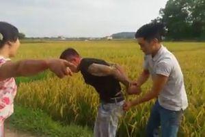 Thanh Hóa: Côn đồ vác hung khí xuống đồng đòi tiền bảo kê máy gặt
