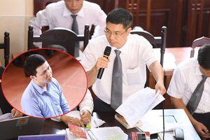 Xét xử vụ án chạy thận: Hợp đồng lao động của Trần Văn Sơn có dấu hiệu bị làm giả?