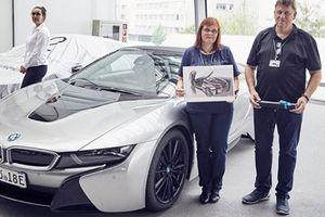 BMW tổ chức buổi lễ bàn giao 18 chiếc i8 mui trần đầu tiên cho khách hàng
