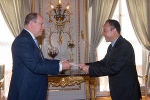 Đại sứ Nguyễn Thiệp trình Thư ủy nhiệm lên Hoàng thân Monaco Albert II