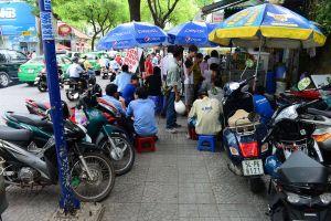 TP Hồ Chí Minh: Bảo kê lấn chiếm vỉa hè hay yếu kém không quản lý được?