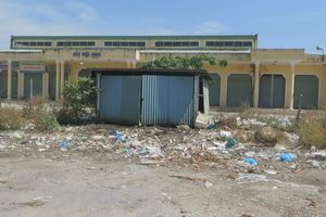 Rác, nước thải bủa vây khu dân cư