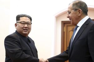 Ngoại trưởng Nga tặng nhà lãnh đạo Kim Jong-un 'hộp bí mật'