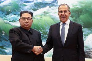 Ông Lavrov tươi cười ở Bình Nhưỡng, mời ông Kim Jong-un sang thăm Nga