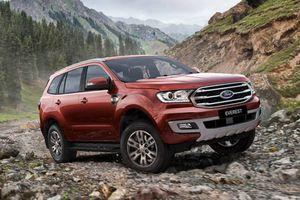 Ford Everest 2018 sắp cập cảng, giá giảm trăm triệu