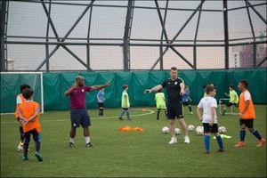 Hãng điện thoại Tecno mời HLV Manchester City đến huấn luyện bóng đá cho trẻ em tại TP.HCM