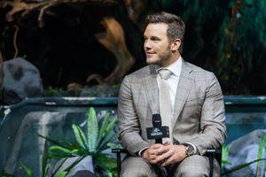 Chris Pratt bị ngâm trong nước tiểu khi đóng 'Thế giới khủng long 2'