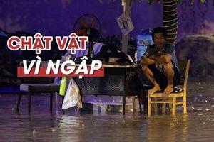 Người dân TP.HCM lại chật vật vì ngập trong cơn mưa lớn giữa đêm