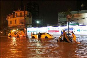Mưa lớn kéo dài, Sài Gòn ngập nặng