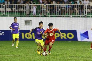 V-League vào giai đoạn 'căng sức mà đá'