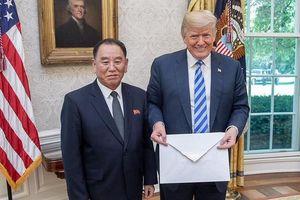 Vì sao bức thư Kim Jong Un gửi Trump lại có kích cỡ ngoại khổ?