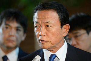 Bộ trưởng Tài chính Nhật trả lại 1 năm lương vì cho phép bán đất sai quy định