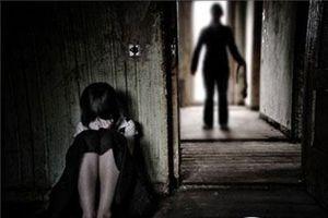 Tạm giam cha hiếp dâm con ruột 10 tuổi
