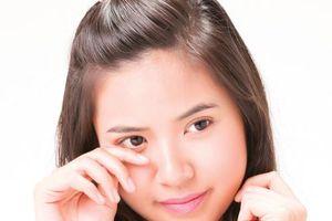 Cách chữa sưng mí mắt nhanh nhất chỉ bằng loại thực phẩm quen thuộc