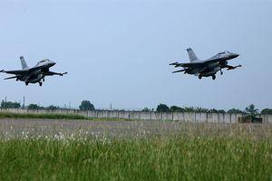 Tiêm kích F-16 Đài Loan rơi mạnh ngang Su-35S