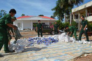 Đồn Biên phòng Phước Chỉ thu giữ 6.600 gói thuốc lá lậu