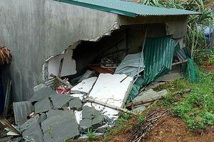 Mưa lớn làm sập nhà, 3 người trong 1 gia đình thương vong