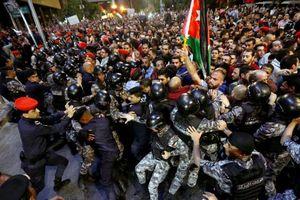 Biểu tình phản đối tăng thuế khiến Thủ tướng Jordan mất chức