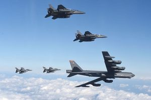 Mỹ giải thích lý do điều oanh tạc cơ B-52 bay gần quần đảo Trường Sa
