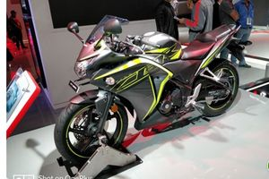 Honda 'lặng lẽ' tăng giá bán 2018 Honda CBR 250R và CB Hornet 160R