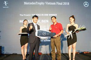 Golf thủ Vũ Ngọc Biên giựt giải HiO với xe Mercedes-Benz