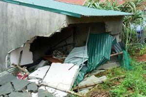 Giúp đỡ cán bộ Công an bị sập nhà, mất người thân