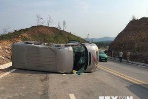 Va chạm giữa xe khách và xe đầu kéo, 10 người thương vong