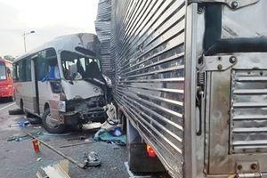 Xe khách 29 chỗ lao thẳng vào xe tải, 20 người thương vong