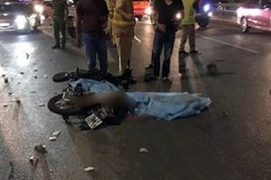 Tin tức tai nạn giao thông nóng nhất 24h: Nam thanh niên tử vong vì lạng lách, đâm trúng xe tải