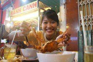 Tô bánh canh ghẹ vỉa hè đến 75.000 đồng có gì mà người Sài Gòn thòm thèm?