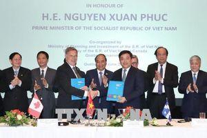 Thủ tướng Nguyễn Xuân Phúc chứng kiến lễ trao các biên bản ghi nhớ hợp tác giữa Việt Nam và Canada