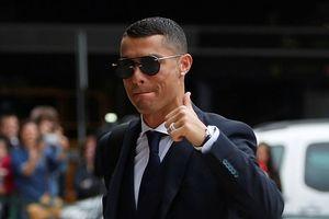 Ronaldo diện vest bảnh bao cùng tuyển Bồ Đào Nha đến Nga, chinh phục cúp vàng World Cup 2018