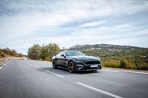 Ford Mustang Bullitt giá hơn 63.000 USD