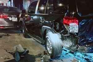 Thanh niên nghi 'ngáo đá' gây tai nạn liên hoàn trong đêm